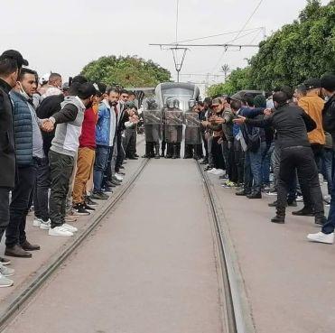 رغم المنع والاعتقالات.. الأساتذة المتعاقدون يقررون تمديد احتجاجاتهم بالرباط