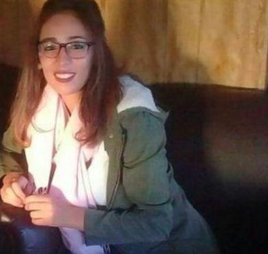 لمياء علوسي.. عشرينية تحدت البطالة بمشروع متنقل لغسل السيارات