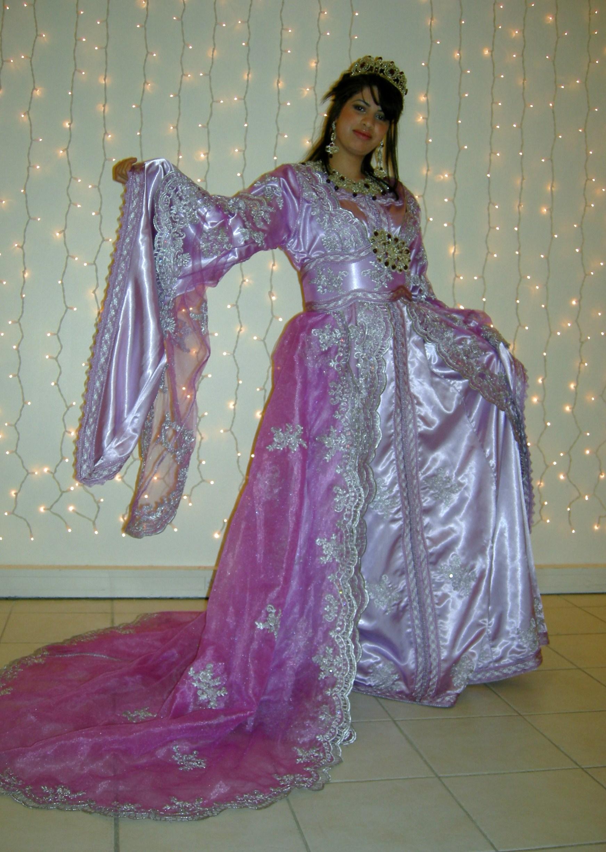 à votre disposition,large choix de robes,(kaftans traine, robes de ...